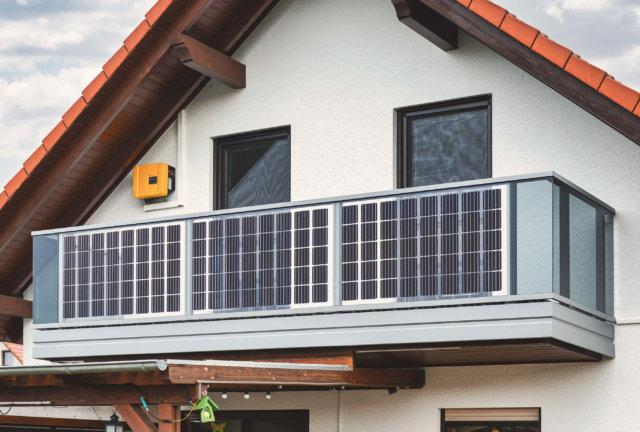 Glasbalkon mit Solarfelder