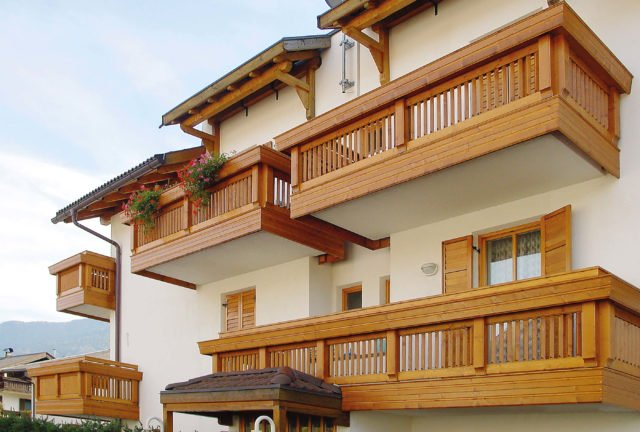 balkongelaender holz design brixen 4