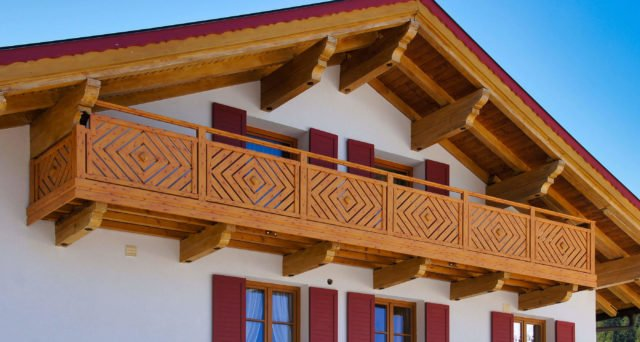 Rustikales Mehrfamilienhaus mit Alu Classic Kassel Balkongeländer