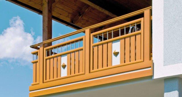 Balkongeländer Alu in Holzoptik mit Stahl-Elementen und Dekor - Alubalkon Alu Wooden Wildspitze